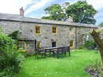 STOUPHILL GATE COTTAGE, family friendly, character holiday cottage, with a garden in Ravenstonedale, Ref 1736