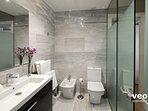 En-suite bathroom with a walk-in shower, washbasin, bidet and WC.
