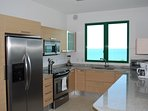 Fully equipped kitchen with all mayor appliances and beach view!