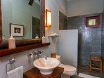 And adjacent full guest bath.