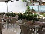 Terraza/desayunador. fresco y acogedor Ambiente al aire libre con TV