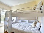 Bunk bedroom with sea view