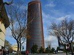 torre Sevilla muy cerca del aprtamento