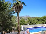 Pool with easy entry steps. Terrace with sun and shade, 5 mins to beach & town. 2-3 minutes to shops