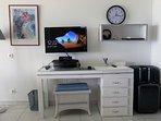 4-Orientbeachstudio-Office place with TV PC & wifi