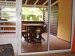 Studio 36 m2 (dont terrasse privative abritée de 15 m2) pour 2/3 pers, avec clim, kitchenette et SDB