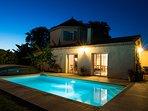 Espace extérieur, avec se piscine pour des baignades nocturnes