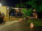 Salon de jardin avec Barbecue et pied de vigne mise à disposition pour vos grillades