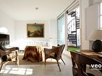 The apartment offers modern comfort adapted to the traditional Sevillian arquitecture.