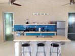 Large breakfast bar on Island