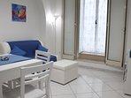 Cucina-salotto con divano letto per 2 ospiti