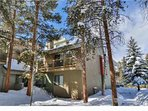 Beautiful Condo Nestled in The Trees (Upstairs)