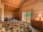 Master Bedroom sleeps 4 on beds