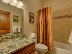 Tahoe Woods Paradise - Bathroom 2 shower/tub