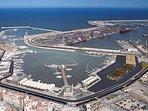 Puerto de Valencia, a menos de 2 km del ático.  La playa se encuentra a 500/600 hacia la izquierda