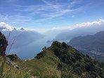 Het uitzicht over het Comomeer vanaf de Monte Grona na een prachtige en pittige wandeling.