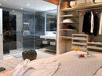 La visión del baño sugiere juegos y complicidades que podrás descubrir.