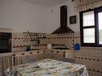 Cucina abitabile con angolo cottura e forno elettrico