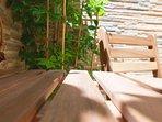 cortile - dettaglio tavolo