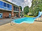 You'll love splashing around in this wonderful outdoor pool.