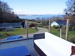 Anglesey holiday cottage with views of the sea from the sun deck