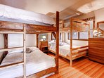 Upstairs Bunk Room 4 Full size beds