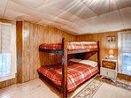 Upstairs bedroom 1 w/ bunk beds