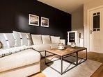 Stilvolles Wohnzimmer mit Gas-Kamin