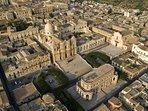 Noto perla del barocco e  capitale del Unesco vieni a visitarla noi ti aspettiamo