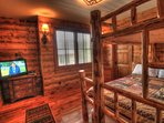 Bunk Room - This large bunk room has a 32 inch flat screen TV and DVD player.