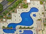 1 adult and 2 child heated pool. 1 each Jacuzzi for adult and child. Biggest pool in Honolulu