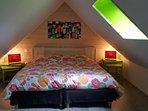 La chambre des combles.Dans cette chambre les deux lits de 90 peuvent être couplés comme ici ou non.