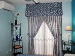 aacc en dormitorio principal y ventilador de techo
