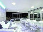 Terraza exterior con piscina