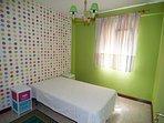 Dormitorio tercero con cama individual de 1,05 cm.