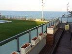 playa´, terraza y piscina