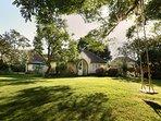 Plantagenet Cottage - Hidden, Historical & a Pool