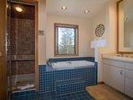 Iris Home - Fabulous mountain and golf course views, spacious home!