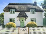 THATCHINGS, thatched cottage, multi-fuel stove, parking, garden, in Stratton, Re
