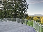 Upper Patio Great for entertainment BBQs Meetings receptions -  views of  Cascades & wildlife