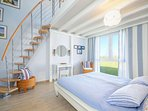 Seepark-Ferienhaus, blue bedroom with gallery