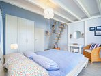 Seepark-Ferienhaus, blue bedroom, bed 180x200cms