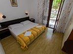 A1(4+4): bedroom