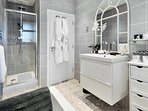 Wonderful Large shower