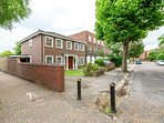 5 bedroom detached London House WIFI, PARKING, 7 MINS WALK TO TUBE CENTRAL (ALL NIGHT) AND DISTRICT.