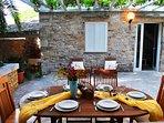 Terrace / garden  / outside table