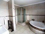 Deluxe Room 1 en-suite bathroom - Shower and corner tub