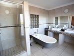 Deluxe Room 2 en-suite bathroom - Shower and Victorian tub