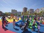 Parque infantil a 100 m.