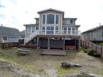 Moonstone House, 4 bedrooms upper and lower deck, private hot tub.